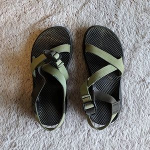 Green Chacos, 6
